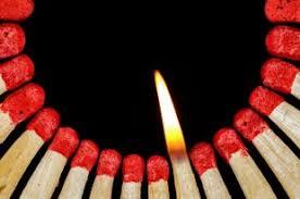 2 марта Международный день спички. Сгорающая в круге спичка открытки фото рисунки картинки поздравления