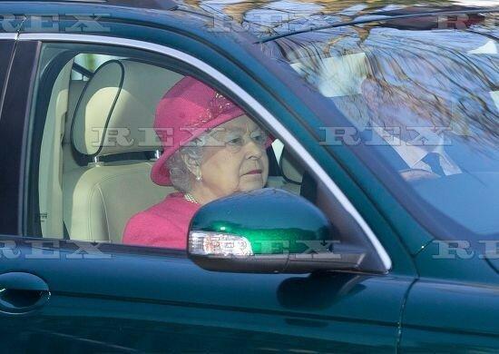 Сегодня в Виндзоре королева ездила на службу в церковь