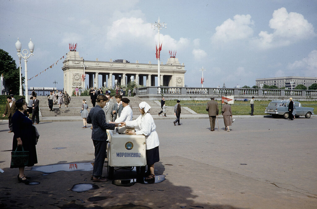 Russia, street vendor at Gorky Park in Moscow