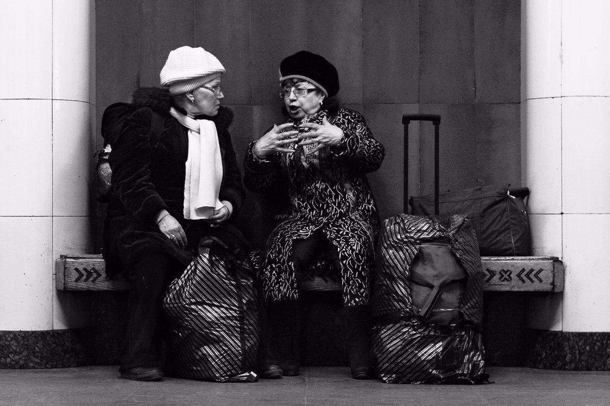 Андрей Калмыков с фотопроектом: Один день из жизни лавочки. (10 фото)