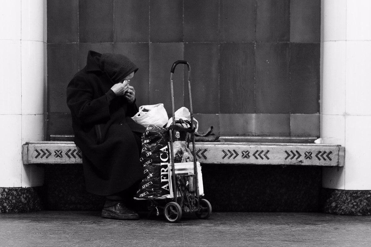 Андрей Калмыков с фотопроектом: Один день из жизни лавочки.