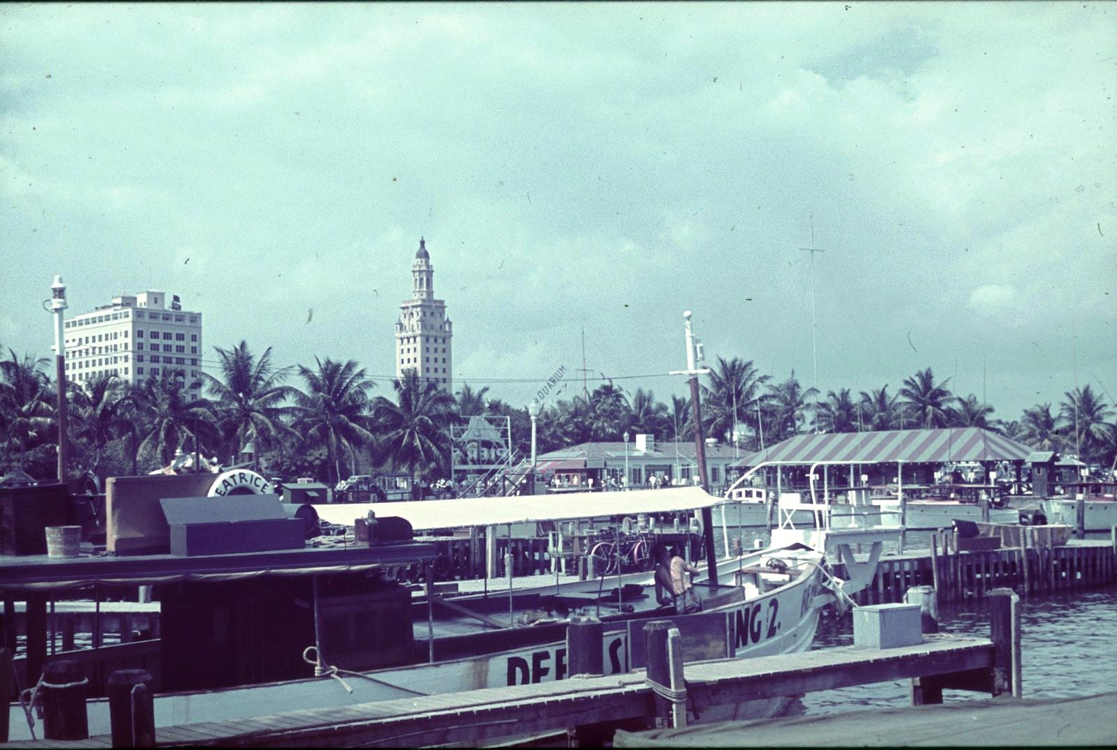 Майами.. Вид на Башню Свободы
