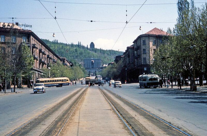 1964 Ереван, постамент памятника Сталину.jpg