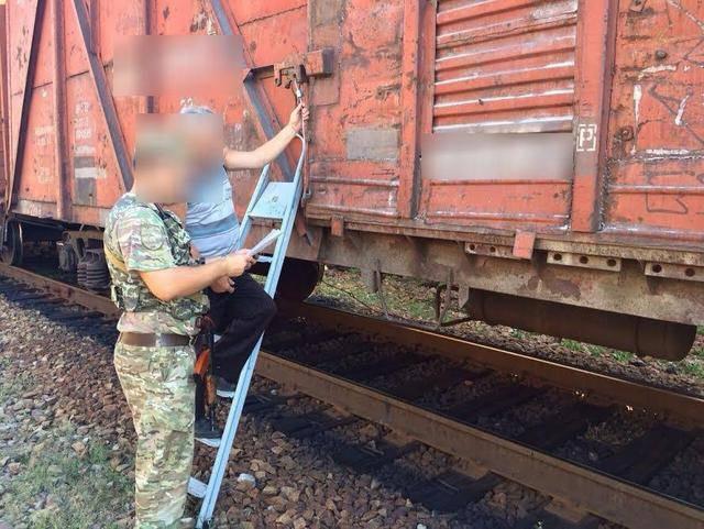 """""""Фантом"""" пресек попытку незаконного вывоза в поезде с оккупированной территории партии стальной дроби на Луганщине. ФОТО"""