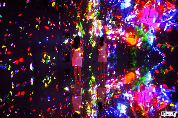 Вселенная Цветов от teamLab