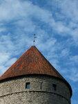 Шпиль оборонительной башни (указан год реставрации)