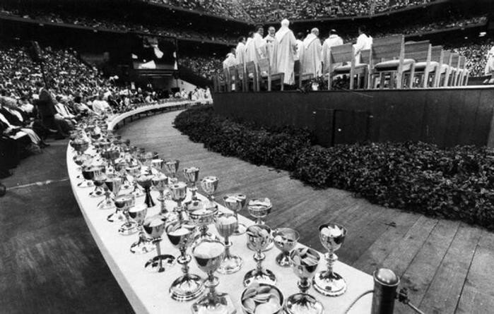Заброшенный 80 тысячный стадион «Понтиак Сильвердоум»