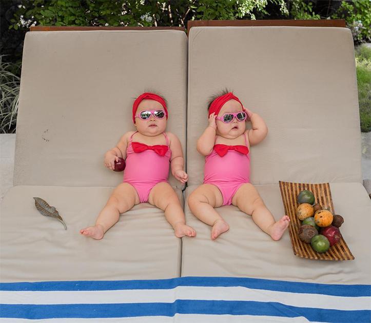 Дайте два! Будни маленьких девочек близнецов на фотографиях в Instagram