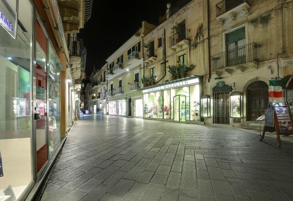 Taormina. Corso Umberto I