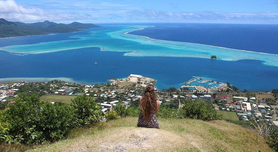 Гора на острове Раиатеа во Французской Полинезии .