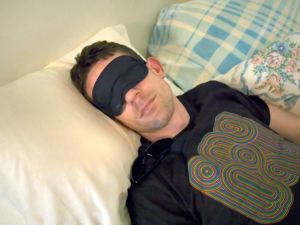 Еще раз — спальня предназначена для сна, а не для работы или еды. Ваш мозг должен ассоциировать комн