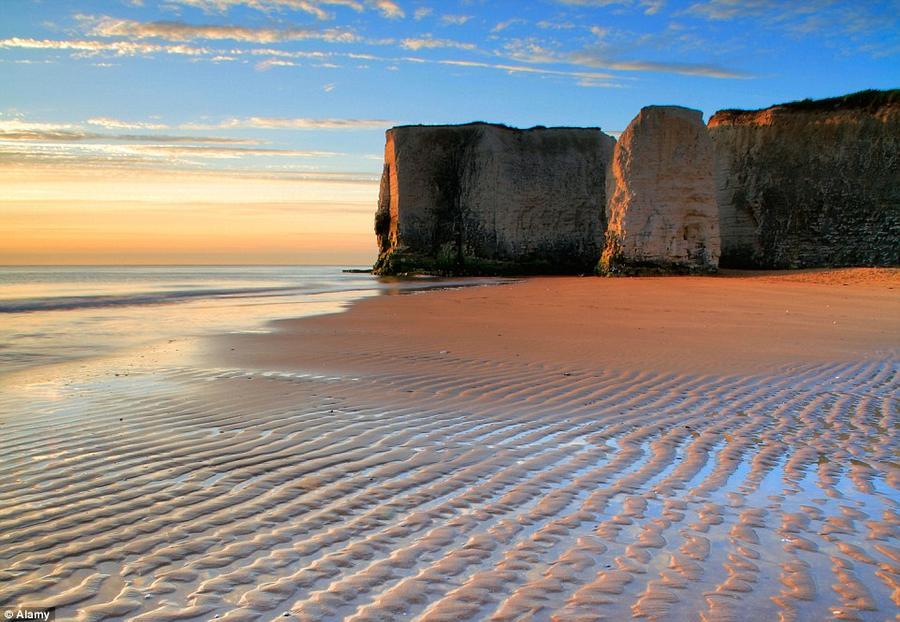 4. Уникальность пляжа Ботани-Бей в графстве Кент состоит в том, что он ежедневно очищается и поэтому