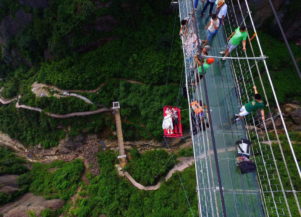 18. И вот только что, в субботу в национальном парке Чжанцзяцзе (провинция Хунань, Центральный