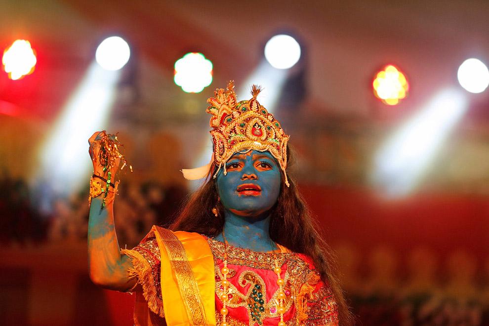 11. Изготовление демоницы Путны, которая, в соответствии с индуистскими эпосами, пыталась напои