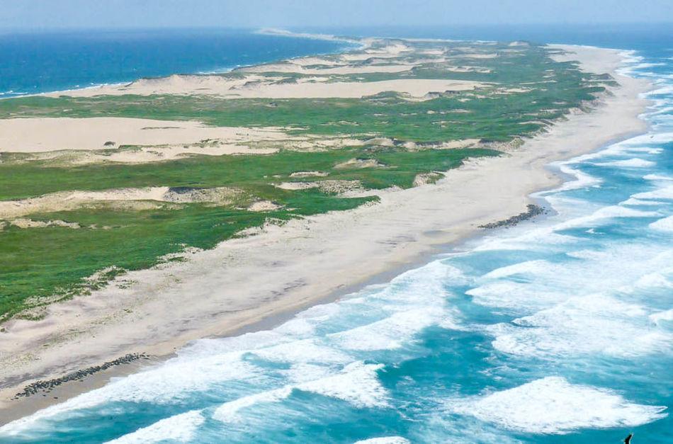 Остров знаменит как «кладбище Атлантики», так как около него было зарегистрировано около 350 корабле