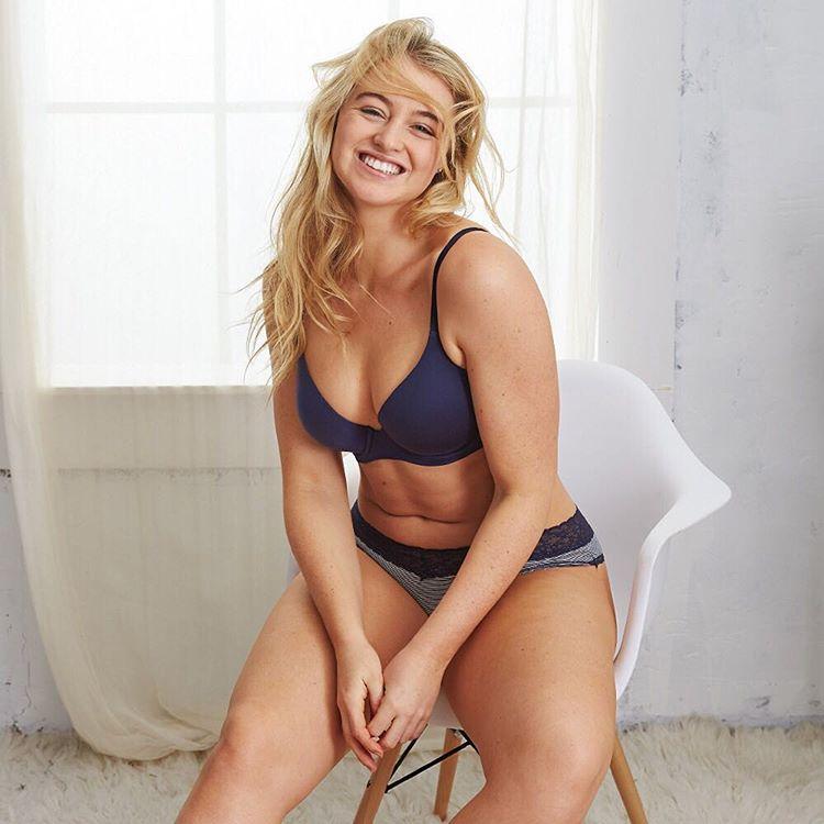Для рекламы белья «Эйри» выбрала модель Искру Лоуренс. В прошлом Лоуренс не взяли в модельное агентс