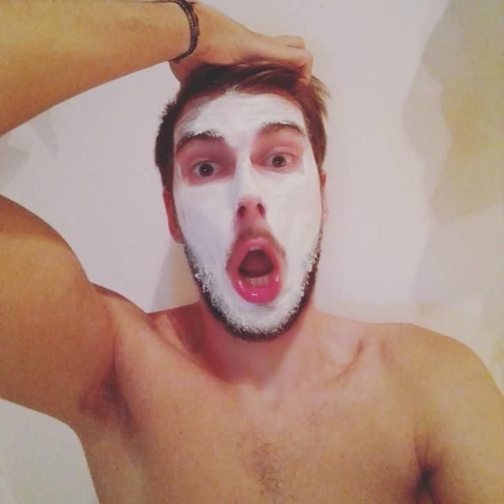 21. И побалуйте себя кремами и масками для лица.