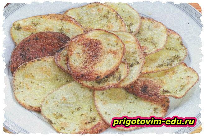 Картофельные чипсы с чесноком