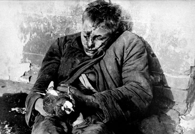 9. Убитый мальчик Витя Черевичкин с голубем в руках.jpg