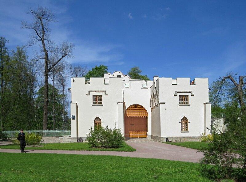 Павильон «Ворота-руина»