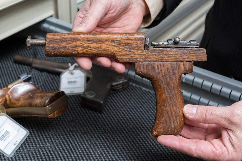 guns-bureau-gq-0916-xtra-06.jpg
