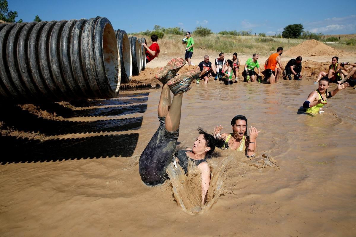 Плюх с переворотом: Мы любим купаться в грязных лужах