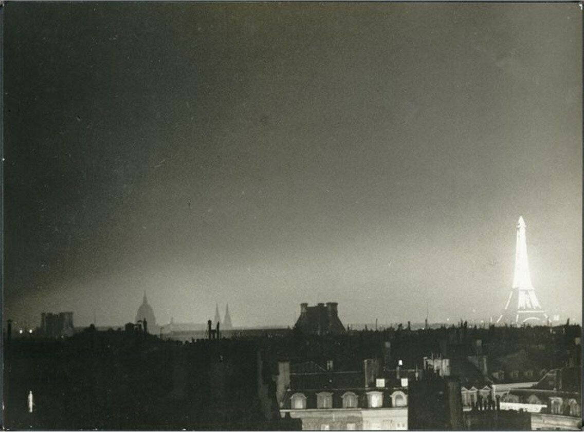 1932. Крыши и Эйфелева башня