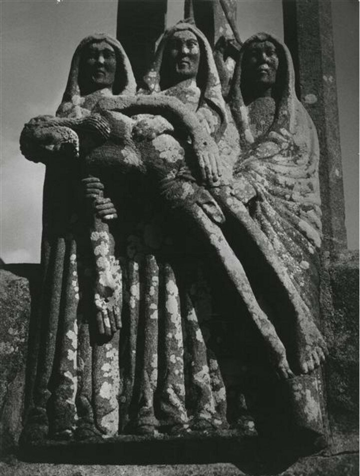 1954. «На Голгофе», работа скульптора Браспара, Финистер