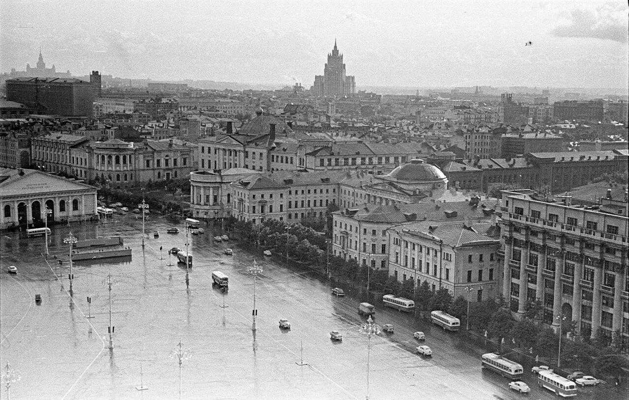 Вид из гостиницы «Москва» на Манежную площадь