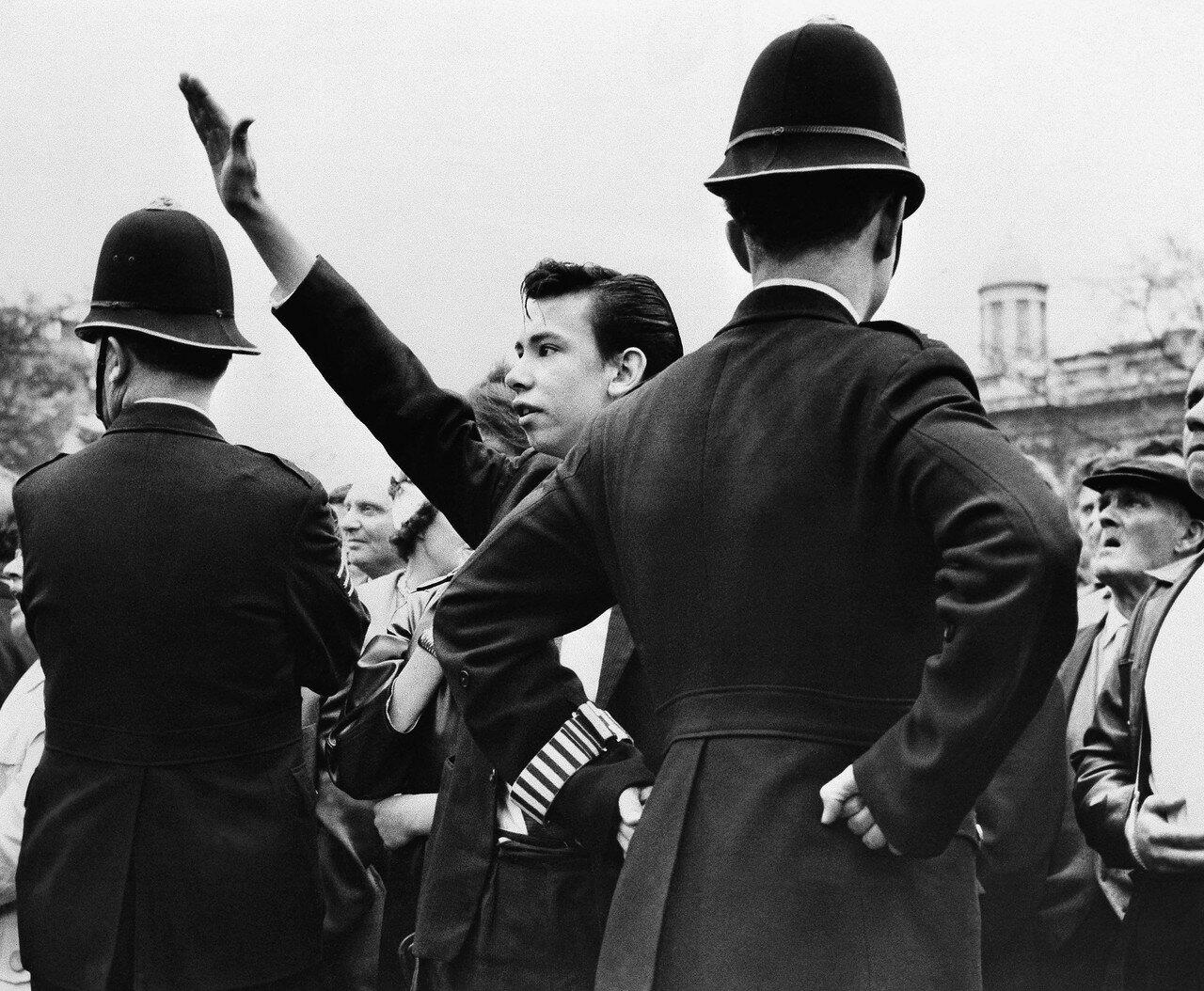 1962. 1 июля. Салют в фашистском стиле во время митинга Юнионистского движения под руководством сэра Освальда Мосли