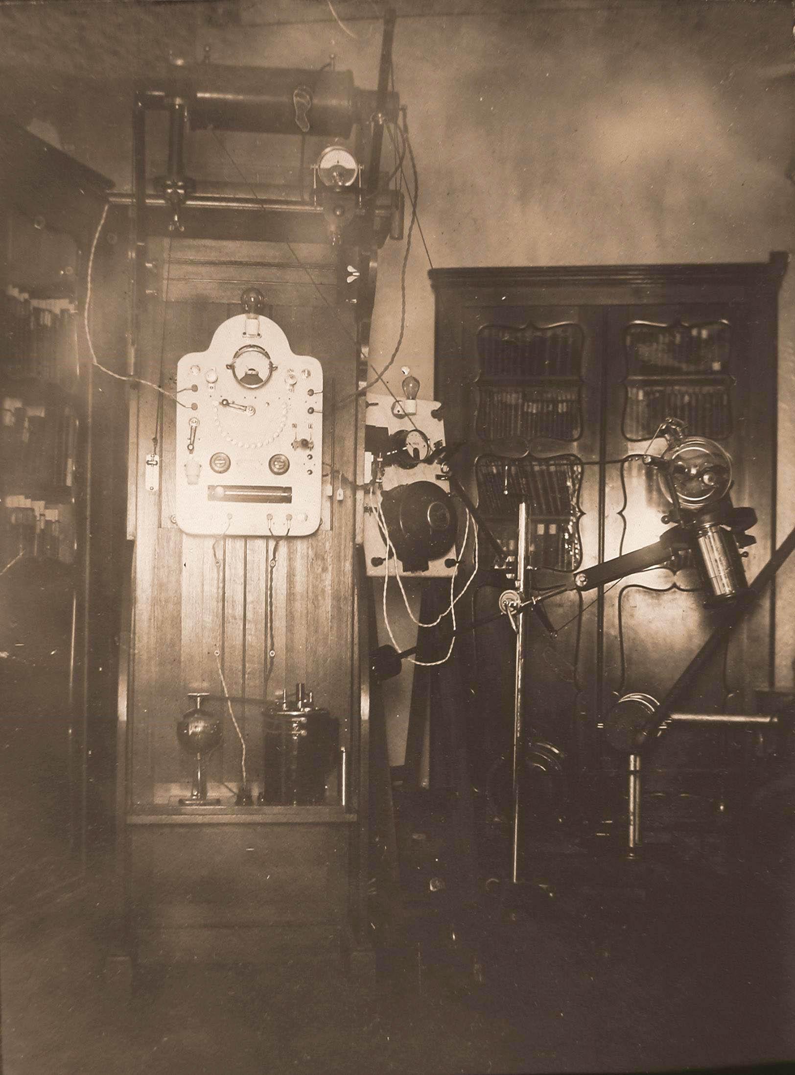 17. Общий вид рентгеновского аппарата