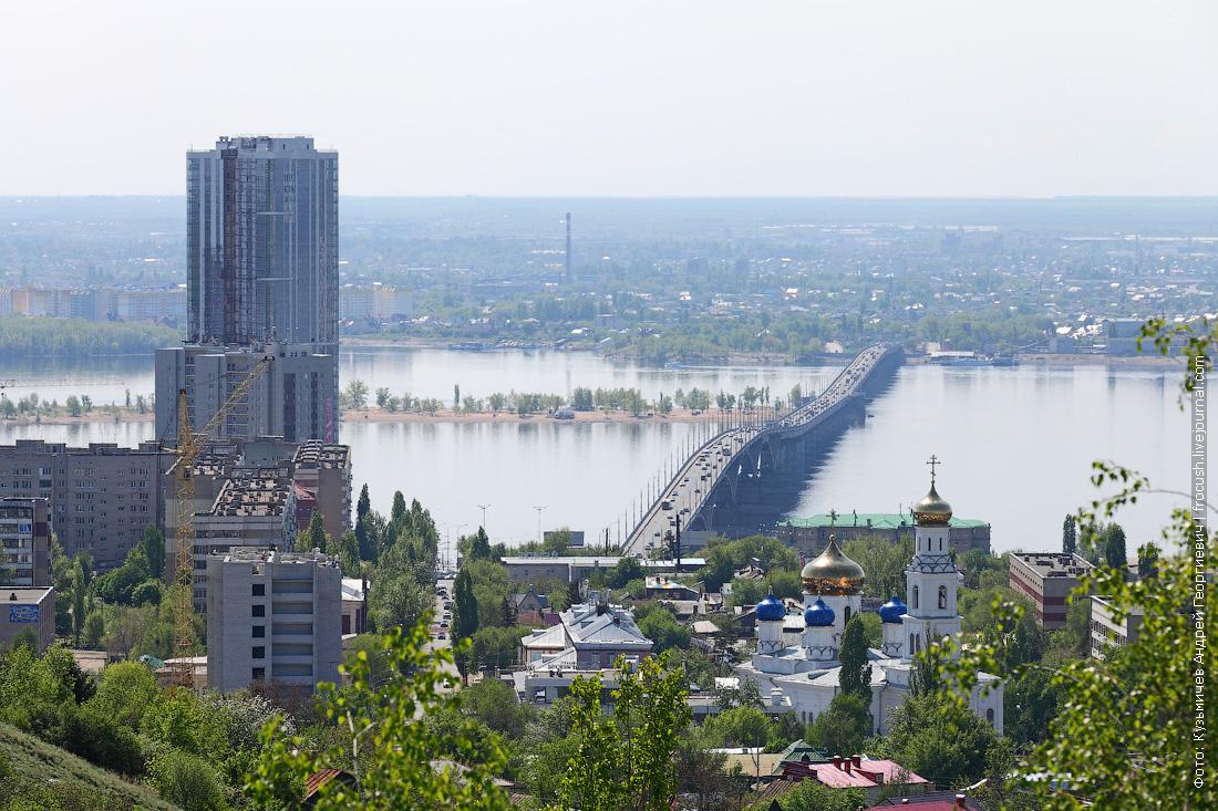 Вид с Соколовой горы. На противоположном берегу Волги виден город Энгельс
