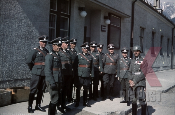 stock-photo-austrian-officers-4th-mountain-division-enzian-gebirgsartillerieregiment-94-lohengrin-kaserne-innsbruck-1940-12180.jpg