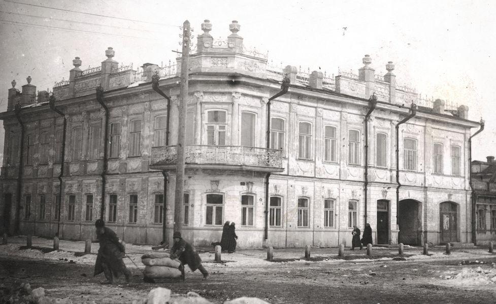 Челябинск. Угол улиц Скоболевской и Оренбургской. Дом М. П. Архипова. 1921 г.jpg