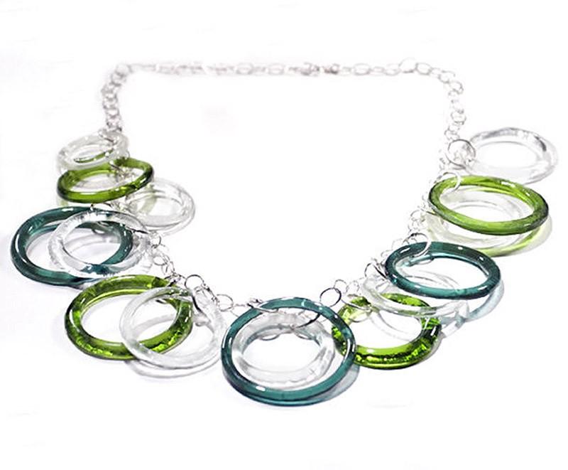 13. Ожерелье. Сделано вручную в США. Подобное ожерелье можно сделать под собственный цветовой вкус.