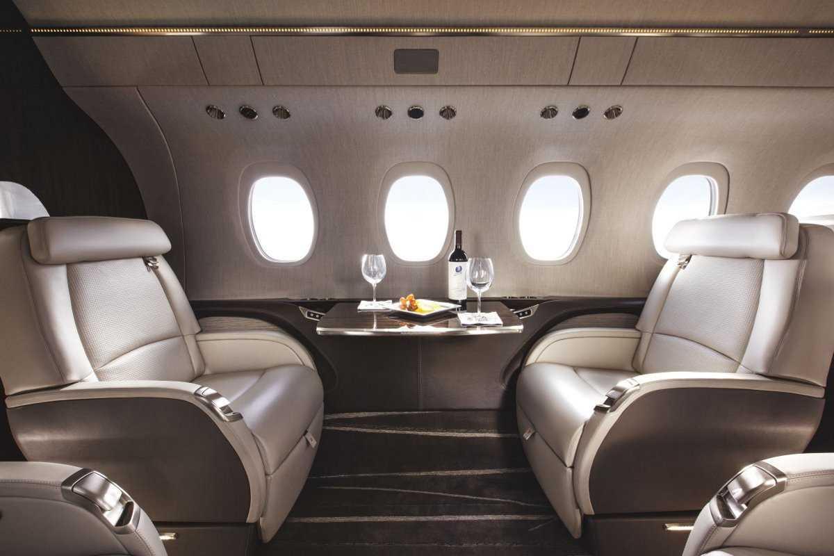 1. Cessna Citation Longitude может вместить до 12 человек и стоит 26 млн долларов.
