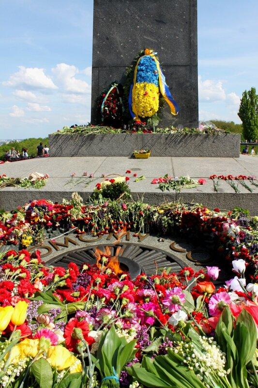 Вечный огонь парк Славы киев