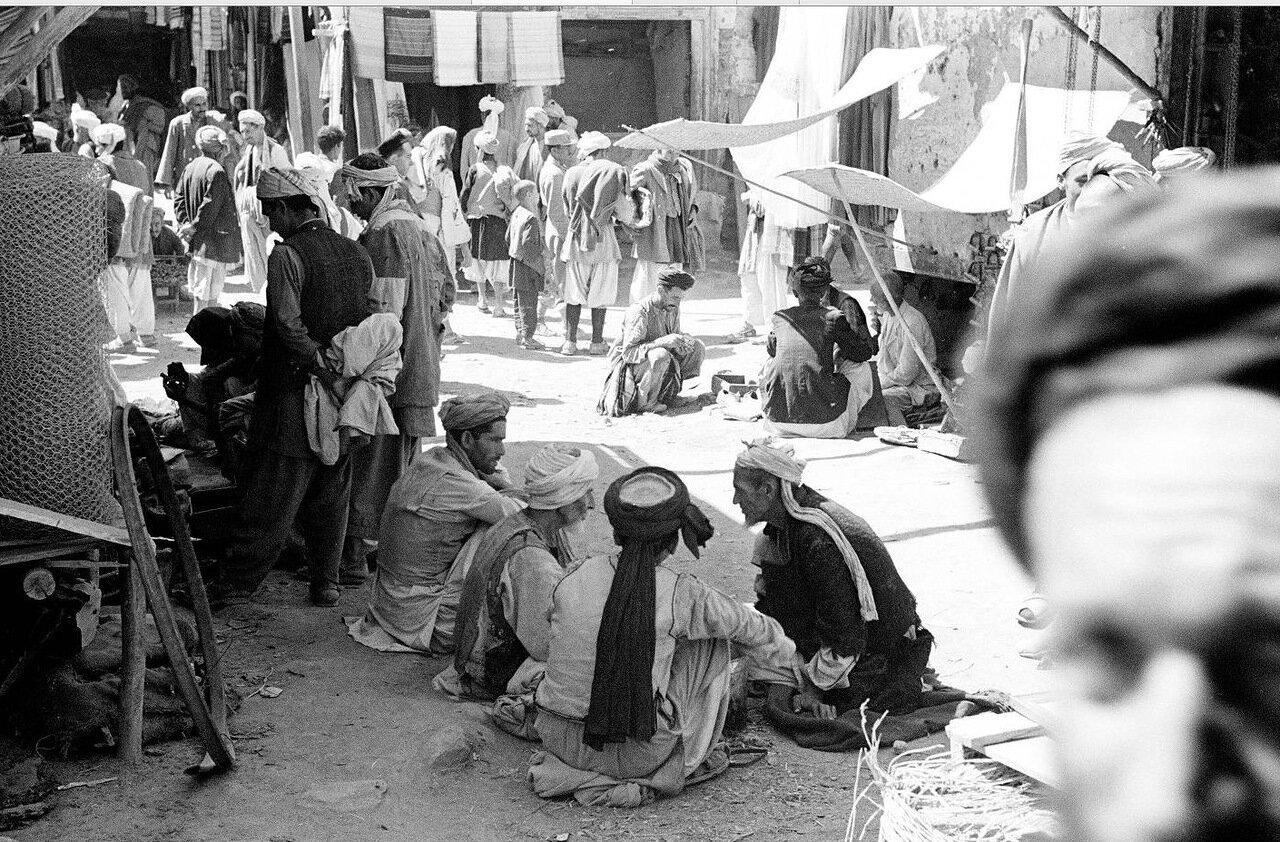 Люди на Кабульском рынке