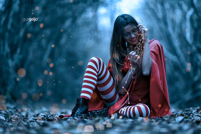 В красном пальто - in the red coat / Gus Geijo