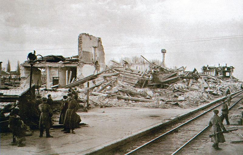 Взорванный железнодорожный вокзал