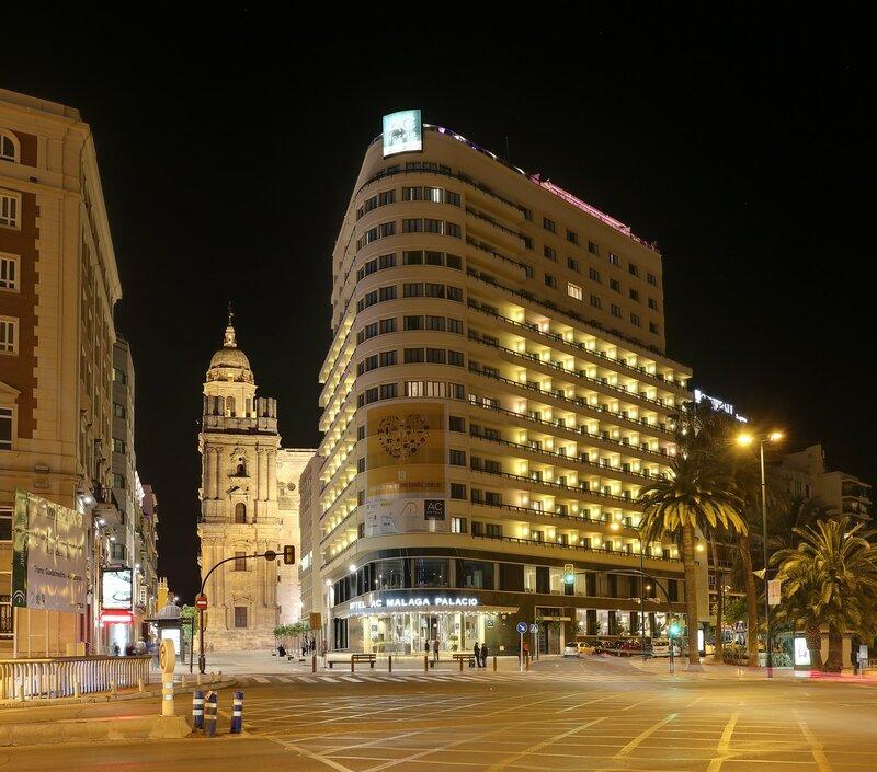 Ночная Малага. Улица Молина Ларио