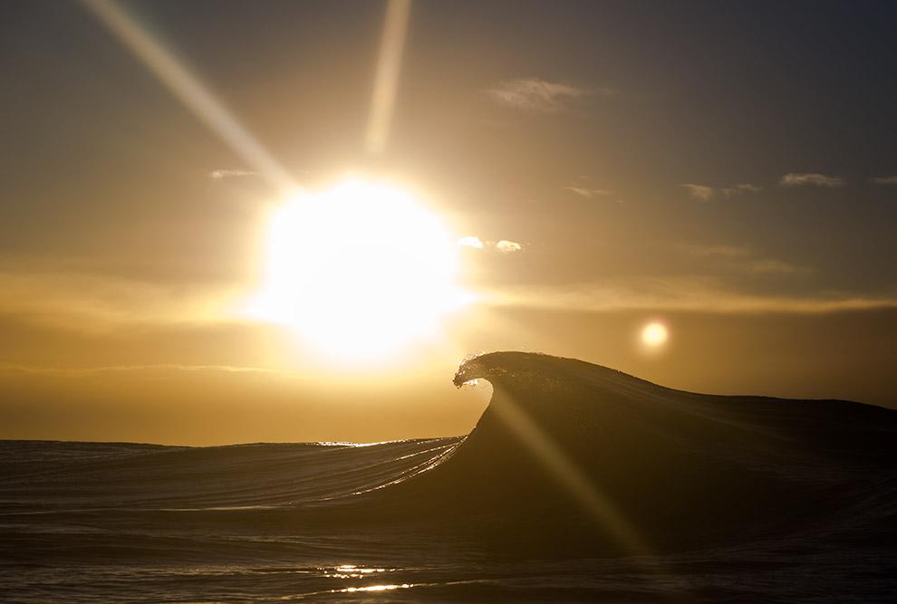 16. Луна и, в меньшей степени, Солнце вызывают приливы и отливы, как по расписанию — 2 раза в с