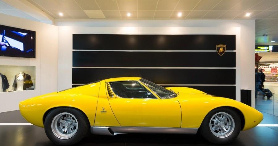 18. «Lamborghini Miura»: годы выпуска с 1966 по 1972 Именно эта модель автомобиля полностью сломала