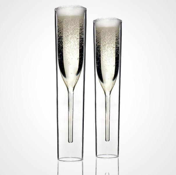 Высокие, узкие, тонкостенные бокалы для шампанского называются «флют» (флейта). Чтобы было интересне
