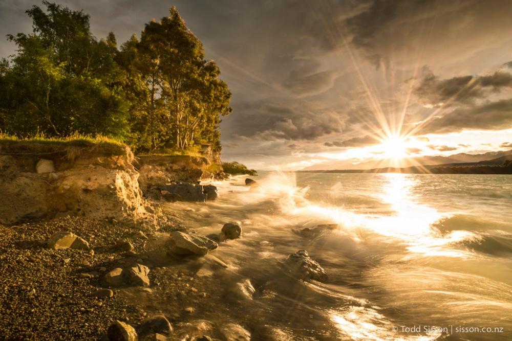 Рассвет над озером Пукаки.