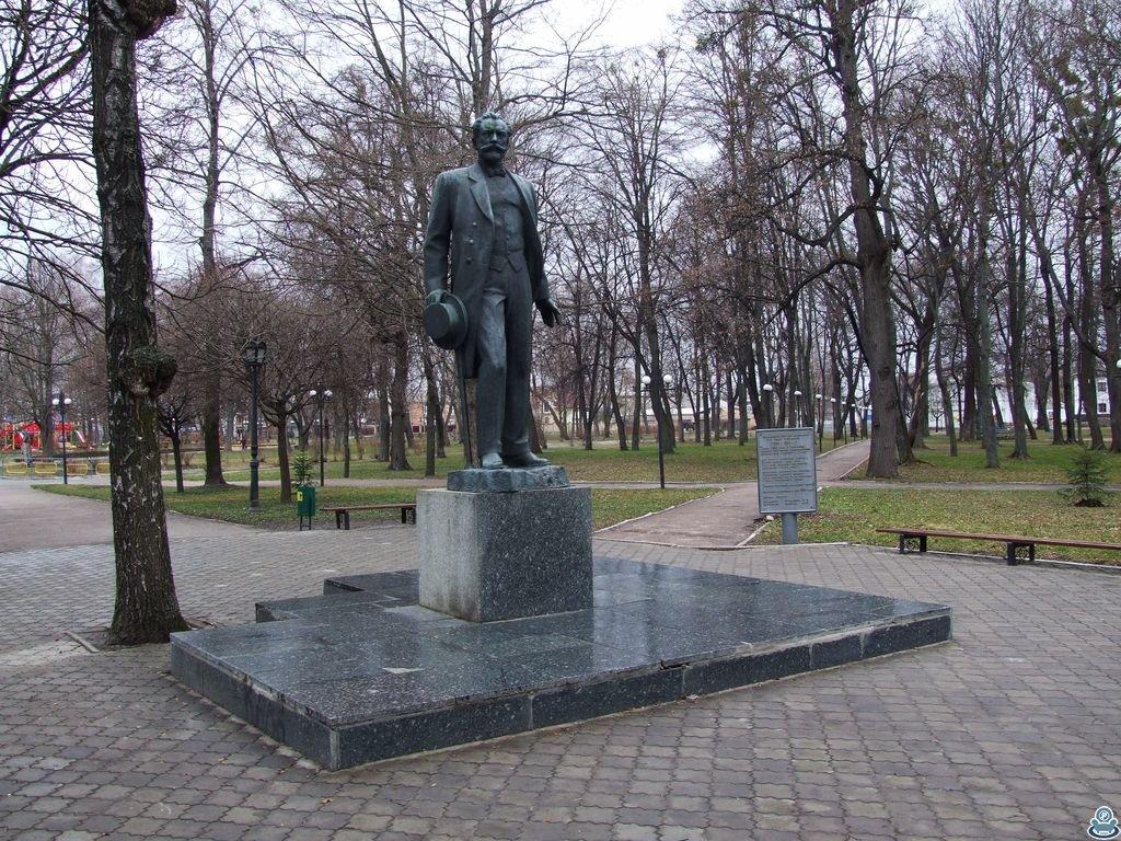 Памятник П. И. Чайковскому в Тростянце