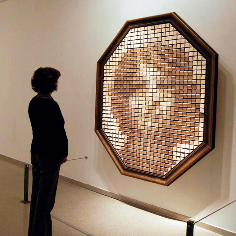 Analog Pixels - The amazing analog mirrors of artist Daniel Rozin