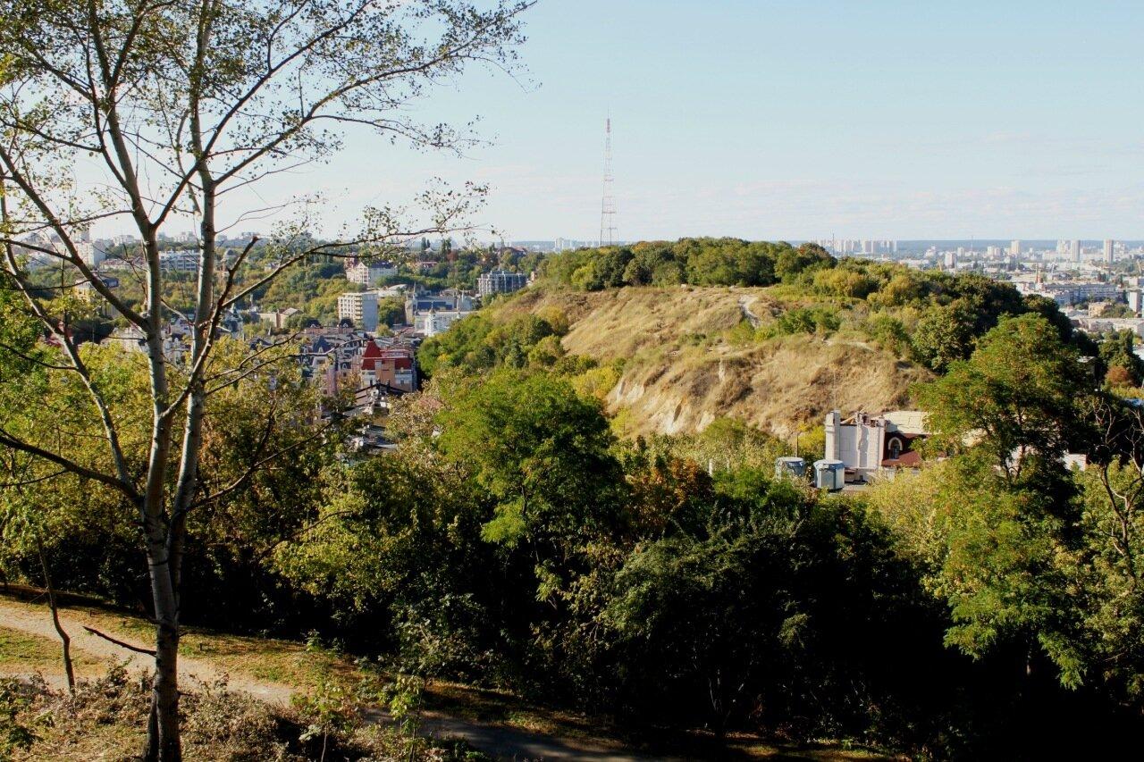 Вид на Хоривицу с площадки обозрения Пейзажной аллеи