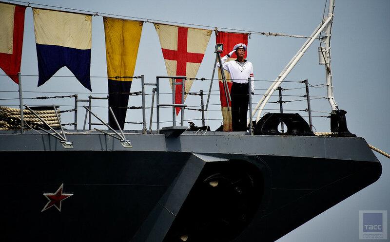 Праздничная линия военно-морского парада кораблей Тихоокеанского флота