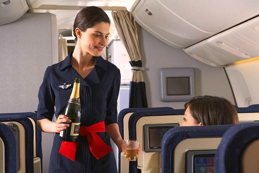 Как появились стюардессы
